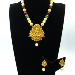 Temple Set With Cream Pearls